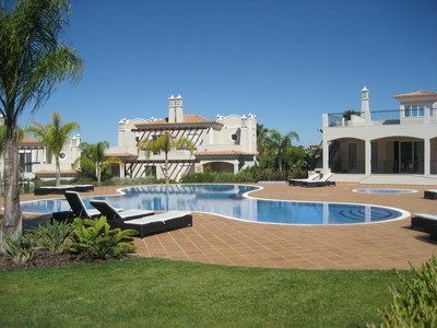 Частный односемейный дом for sales at Semi-detached house, 4 bedrooms, for Sale Loule, Algarve Португалия