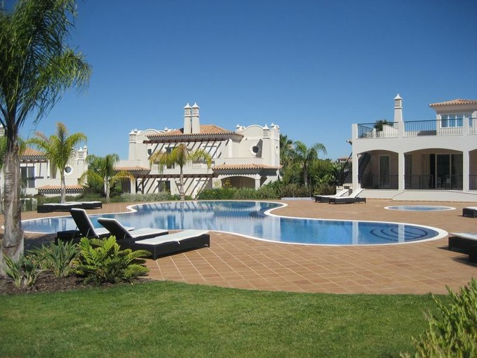 Casa Unifamiliar for sales at Semi-detached house, 4 bedrooms, for Sale Loule, Algarve Portugal