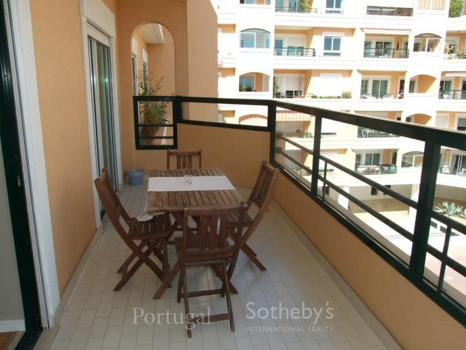 Appartamento for sales at Flat, 3 bedrooms, for Sale Carcavelos, Cascais, Lisbona Portogallo