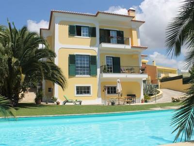 Частный односемейный дом for sales at House, 4 bedrooms, for Sale Beloura, Sintra, Лиссабон Португалия