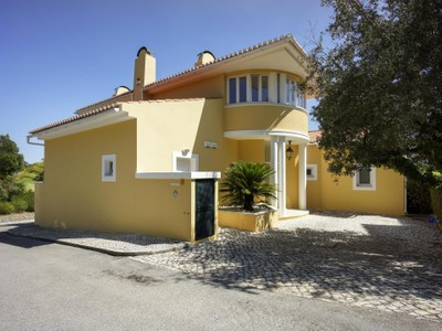 Частный односемейный дом for sales at House, 3 bedrooms, for Sale Sintra, Лиссабон Португалия