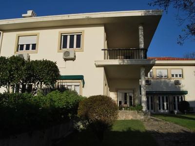 Villa for sales at House, 13 bedrooms, for Sale Lisboa, Lisbona Portogallo