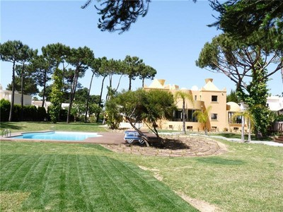 Частный односемейный дом for sales at House, 6 bedrooms, for Sale Loule, Algarve Португалия