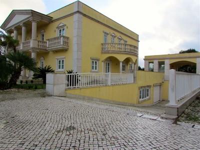 Частный односемейный дом for sales at House, 5 bedrooms, for Sale Beloura, Sintra, Лиссабон Португалия