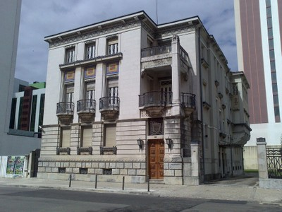 Частный односемейный дом for sales at Detached house for Sale Avenidas Novas, Lisboa, Лиссабон Португалия