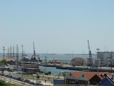 Appartement for sales at Flat, 4 bedrooms, for Sale Santos, Lisboa, Lisbonne Portugal