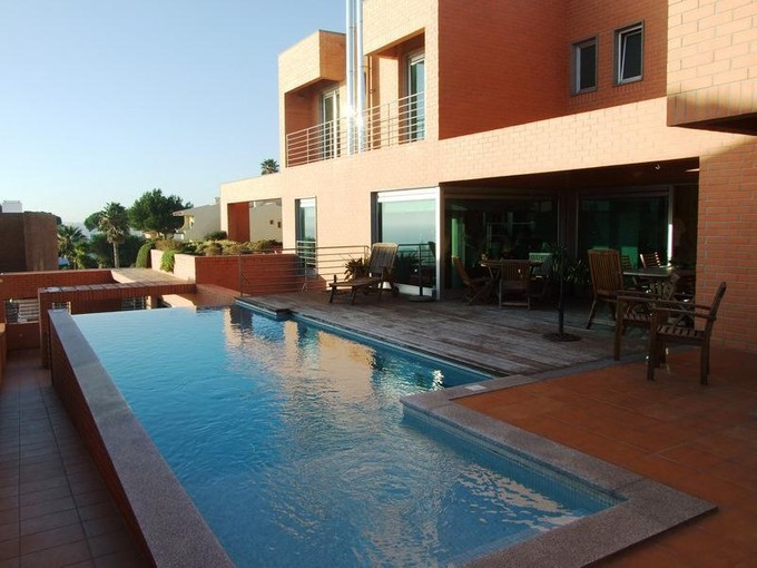 Частный односемейный дом for sales at House, 5 bedrooms, for Sale Parede, Cascais, Лиссабон Португалия