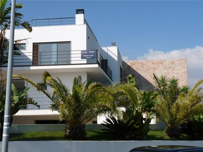Villa for sales at House, 3 bedrooms, for Sale Queijas, Oeiras, Lisbona Portogallo
