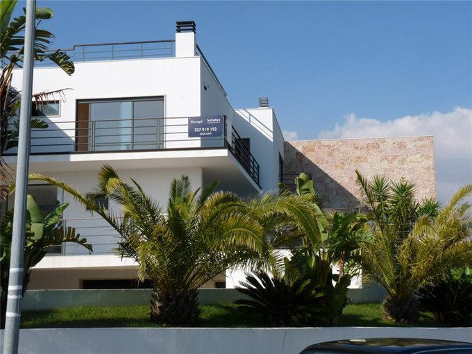 Single Family Home for sales at House, 3 bedrooms, for Sale Queijas, Oeiras, Lisboa Portugal