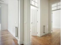 Квартира for sales at Flat, 4 bedrooms, for Sale Chiado, Lisboa, Лиссабон Португалия