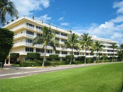 Кооперативная квартира for sales at The Villas - Worth Avenue 425 Worth Ave Apt 3f Palm Beach, Флорида 33480 Соединенные Штаты