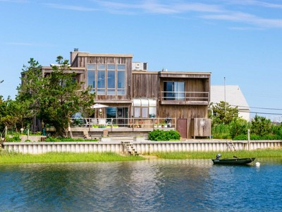 Maison unifamiliale for sales at Southampton Waterfront Home 60 Cold Spring Point Road  Southampton, New York 11968 États-Unis