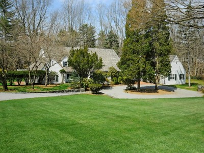Einfamilienhaus for sales at Near-Town Country Compound  Greenwich, Connecticut 06830 Vereinigte Staaten