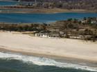 단독 가정 주택 for  rentals at Incredible Oceanfront Home  Southampton, 뉴욕 11968 미국
