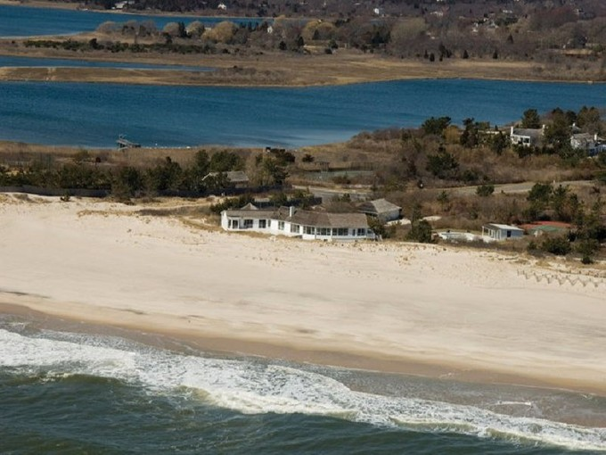 Einfamilienhaus for rentals at Incredible Oceanfront Home  Southampton, New York 11968 Vereinigte Staaten