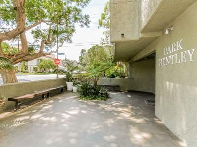 Condominio for sales at 1506 S. Bentley Ave #209  Los Angeles, California 90025 Stati Uniti