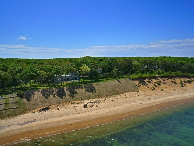 Maison unifamiliale for sales at Sweeping Views of Gardiners Bay  East Hampton, New York 11937 États-Unis