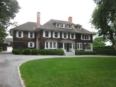 Casa para uma família for rentals at Cooper Beach Cottage   East Hampton, Nova York 11937 Estados Unidos