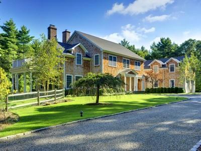 Maison unifamiliale for rentals at Traditional Near the Village  East Hampton, New York 11937 États-Unis