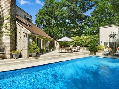 Einfamilienhaus for sales at Private Retreat  East Hampton, New York 11937 Vereinigte Staaten