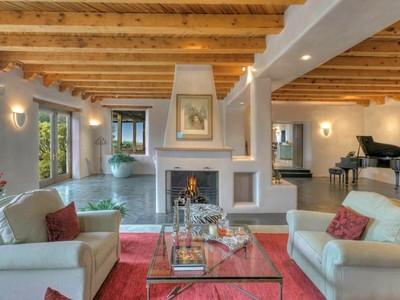 獨棟家庭住宅 for sales at 750 Camino Pinones  Santa Fe, 新墨西哥州 87505 美國