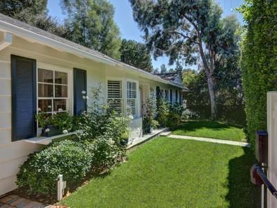 Частный односемейный дом for sales at Fairy Tale Cottage 2222 Roscomare Road Los Angeles, Калифорния 90077 Соединенные Штаты
