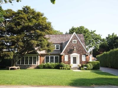 Maison unifamiliale for sales at Southampton Village - Excellent Location 21 Huntting Street Southampton, New York 11968 États-Unis