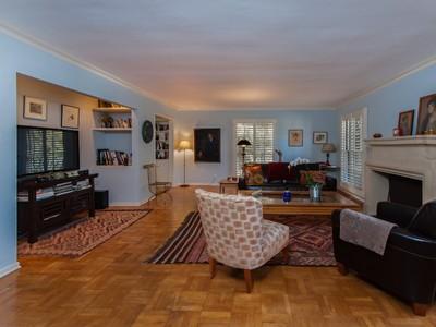 타운하우스 for sales at Charming European Townhome 11051 Strathmore Drive Unit 1 Los Angeles, 캘리포니아 90024 미국