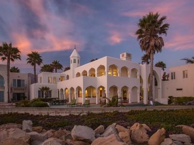 Maison unifamiliale for sales at Oceanfront Villa  Carpinteria, Californie 93013 États-Unis