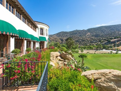 Ferme / Ranch / Plantation for sales at Magnificent World Class Facility 2940 Kuehner Drive  Simi Valley, Californie 93063 États-Unis