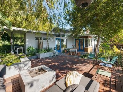 Moradia for sales at 4019 Cumberland Avenue   Los Angeles, Califórnia 90027 Estados Unidos