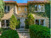 Moradia for sales at Gorgeous Home in Whitley Heights 2022 Whitley Ave   Los Angeles, Califórnia 90068 Estados Unidos