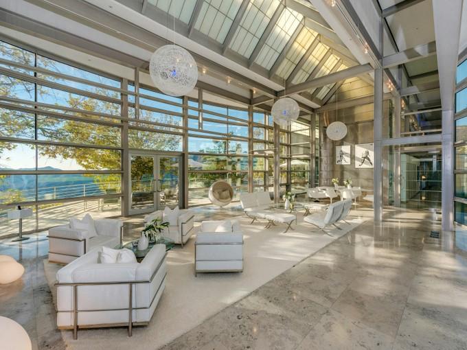 Einfamilienhaus for sales at Monumental Architecture on Over 14 Acres 33583 Mulholland Highway Malibu, Kalifornien 90265 Vereinigte Staaten