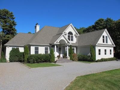 Casa para uma família for sales at Privacy on Approx. Acre 76 Bathing Beach Road Southampton, Nova York 11968 Estados Unidos