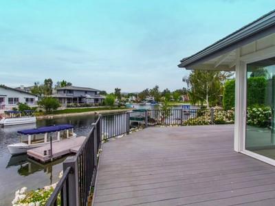 Villa for sales at Westlake Island with Pool/Spa and Views 4051 Mariner Circle Westlake Village, California 91361 Stati Uniti