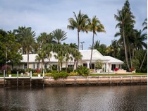 Villa for sales at Exquisite Waterfront Estate 63 Curlew Rd   Manalapan, Florida 33462 Stati Uniti