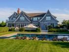 Villa for  rentals at Perfectly Located, Shingled Traditional  Southampton, New York 11968 Stati Uniti