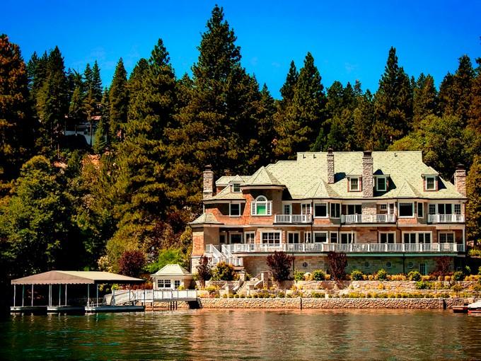 Maison unifamiliale for sales at Lake Arrowhead Trophy Estate 175 Shorewood Drive  Lake Arrowhead, Californie 92352 États-Unis