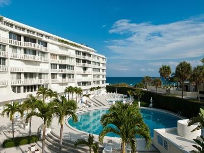 Eigentumswohnung for sales at Sun and Surf Oceanfront Condo 100 Sunrise Ave Apt 222 Palm Beach, Florida 33480 Vereinigte Staaten