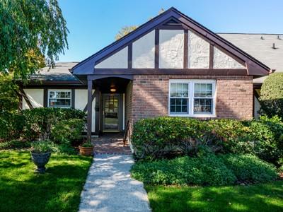Кооперативная квартира for sales at Historic Southampton Village South of 27   Southampton, Нью-Мексико 11968 Соединенные Штаты