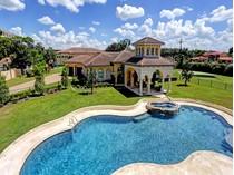 Maison unifamiliale for sales at 2 East Rivercrest 2 E. Rivercrest   Houston, Texas 77042 États-Unis