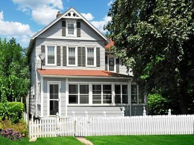 Casa para uma família for sales at Off Field Point Road 27 Bridge Street Greenwich, Connecticut 06830 Estados Unidos