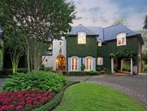 Maison unifamiliale for sales at 322 Tynebrook Lane    Houston, Texas 77024 États-Unis