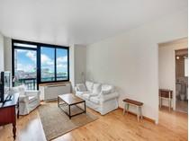 Condominio for sales at 99 Battery Place, Unit 16C 99 Battery Place Apt 16c   New York, Nueva York 10280 Estados Unidos