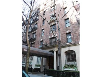 Copropriété for sales at West 12th Top Floor Prewar 125 West 12th Street Apt 6f New York, New York 10011 États-Unis