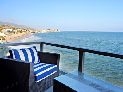 Nhà ở một gia đình for rentals at Fully Furnished Lease on Colony Beach 23952 Malibu Road Malibu, California 90265 Hoa Kỳ