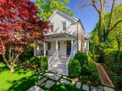 Maison unifamiliale for sales at Quintessential Sag Harbor Cottage  Sag Harbor, New York 11963 United States