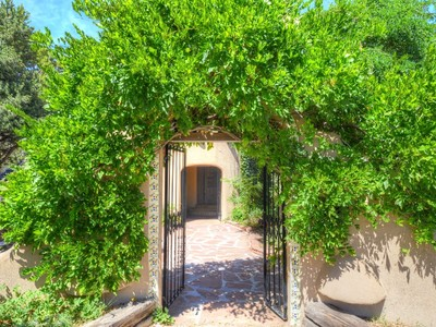 Casa Unifamiliar for sales at 161 Arroyo Hondo Road  Santa Fe, New Mexico 87508 United States