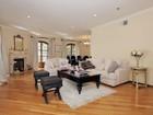 Appartement en copropriété for  sales at Prestigious Le Faubourg 9249 Burton Way Unit # 206   Beverly Hills, Californie 90210 États-Unis