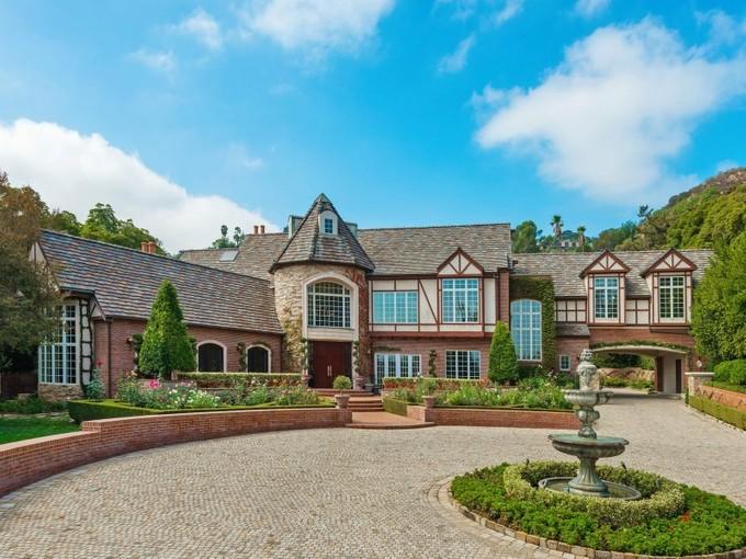 Einfamilienhaus for sales at Exquisite La Canada Jewel 4033 Chevy Chase Drive La Canada, Kalifornien 91011 Vereinigte Staaten